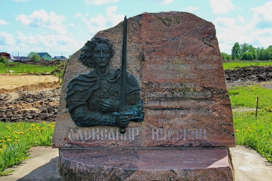 Памятник на месте стоянки дружины Александра Невского
