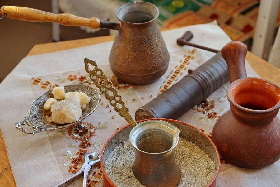 При желании можно заглянуть в татарскую кофейню