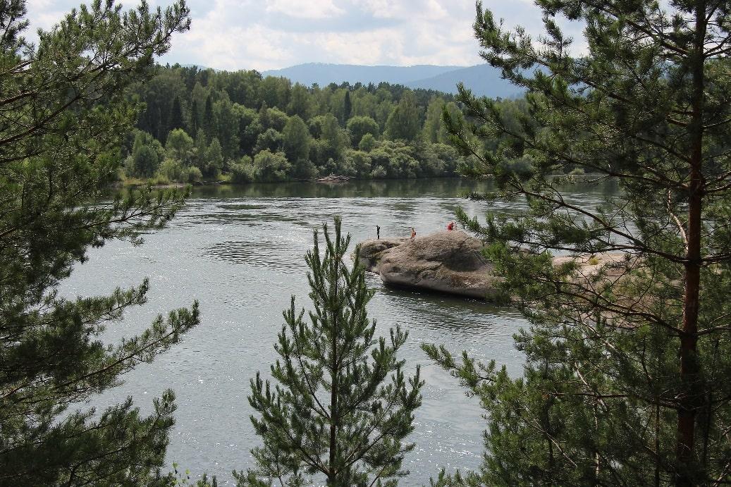 Несмотря на видимое спокойствие, река обладает норовистым характером