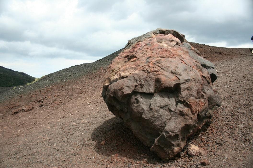Вулканическая бомба