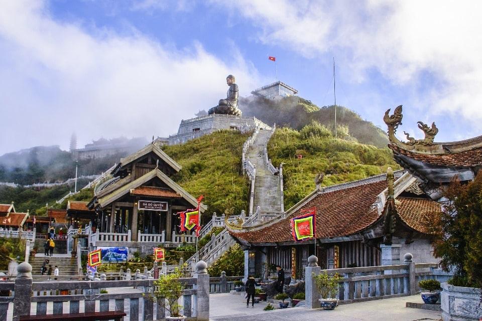На Фаншипане действует буддийский монастырь