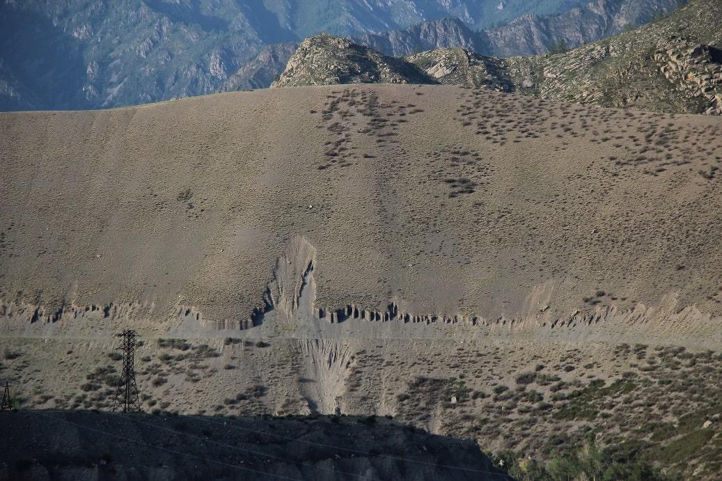 В районе встречаются необычные геологические образования