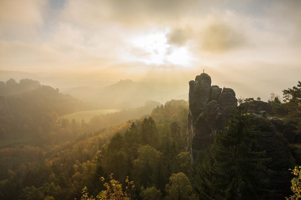 В окрестностях горы Семашко находится несколько живописных останцев