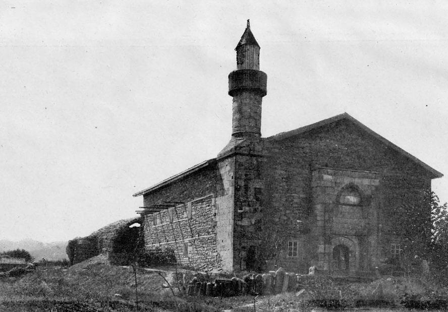 Так выглядела мечеть хана Узбека в 1906 году на фотографии Жозефа де Бая