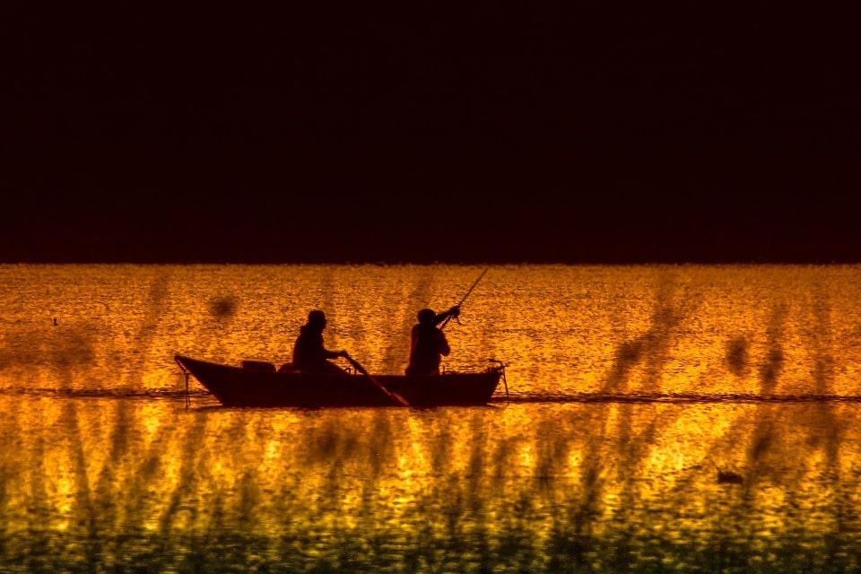 Озеро Лача очень богато рыбой