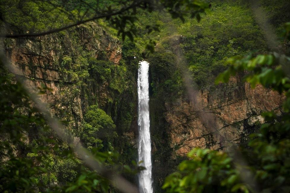 В 1880 году на водопаде бывал Менделеев
