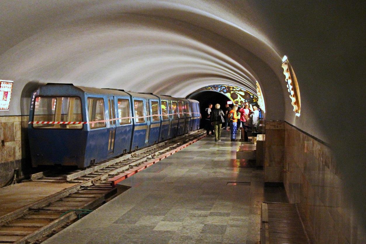 Подземный поезд