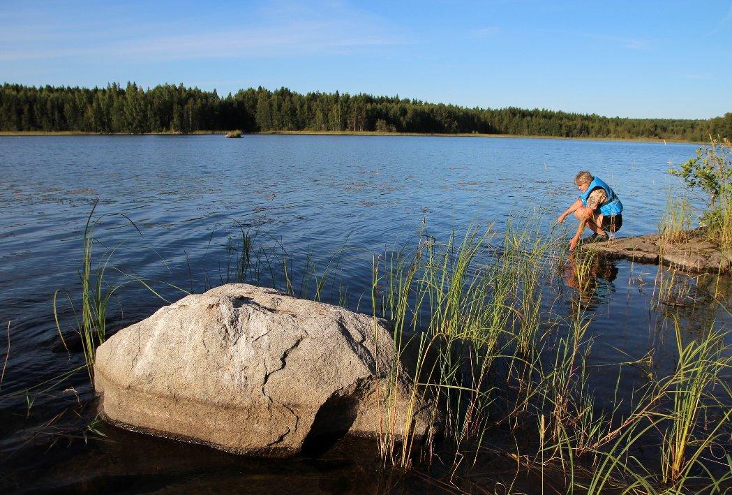 Вода в озерах чистая, но холодная