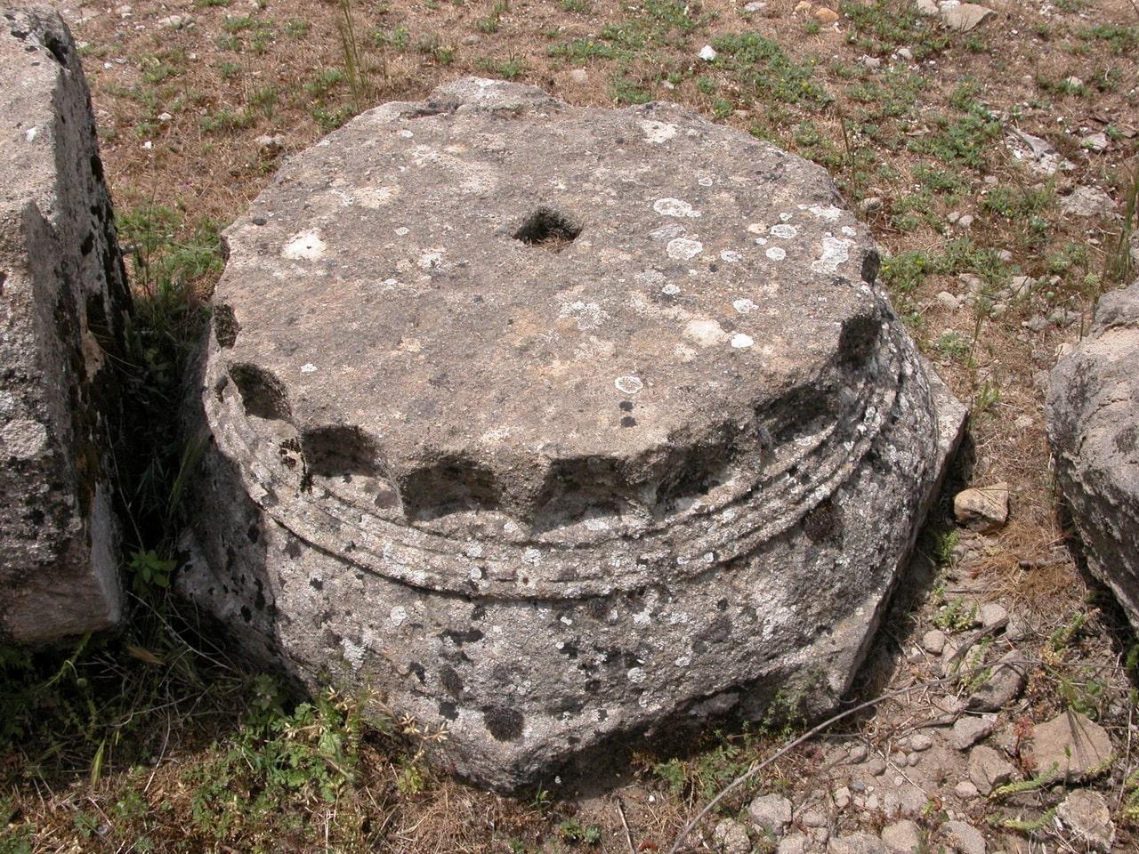 В окрестностях Чиралы можно найти античные артефакты