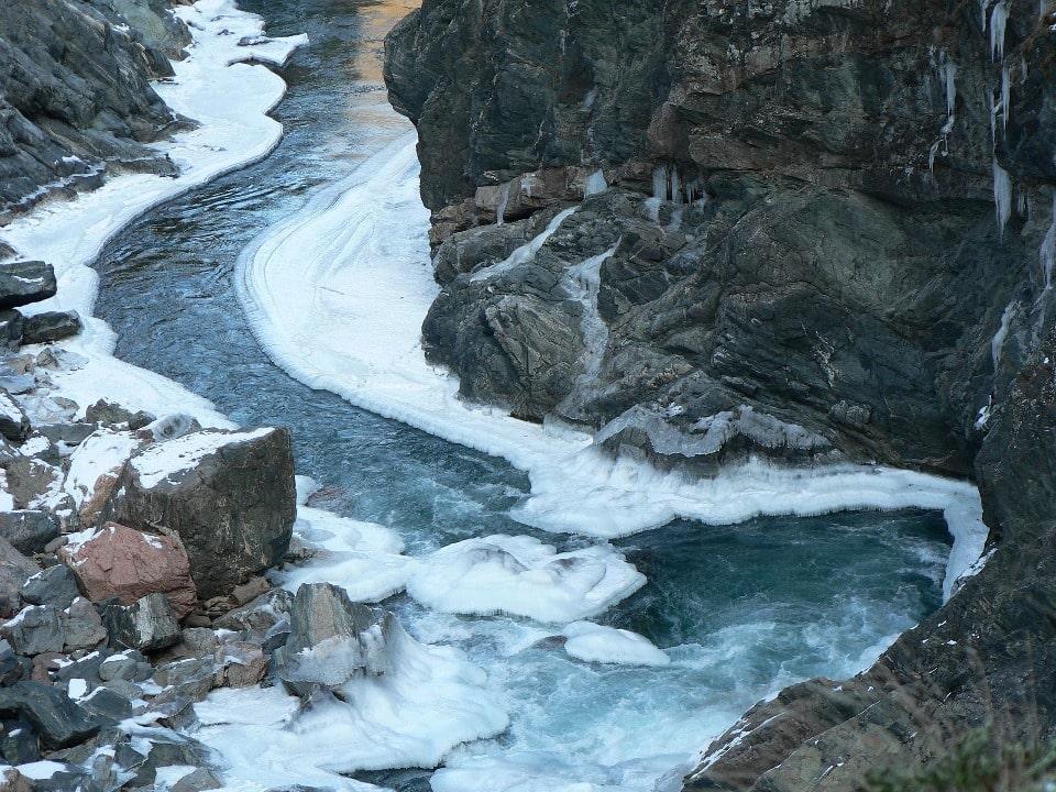 Река не замерзает даже зимой