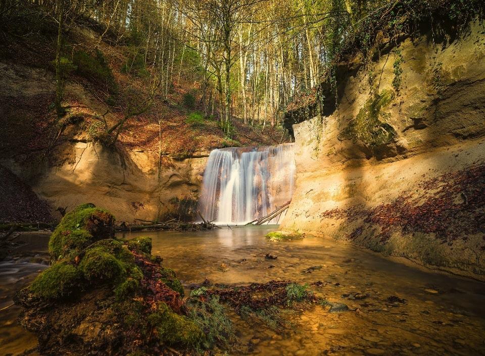 В окрестностях поселка есть несколько водопадов