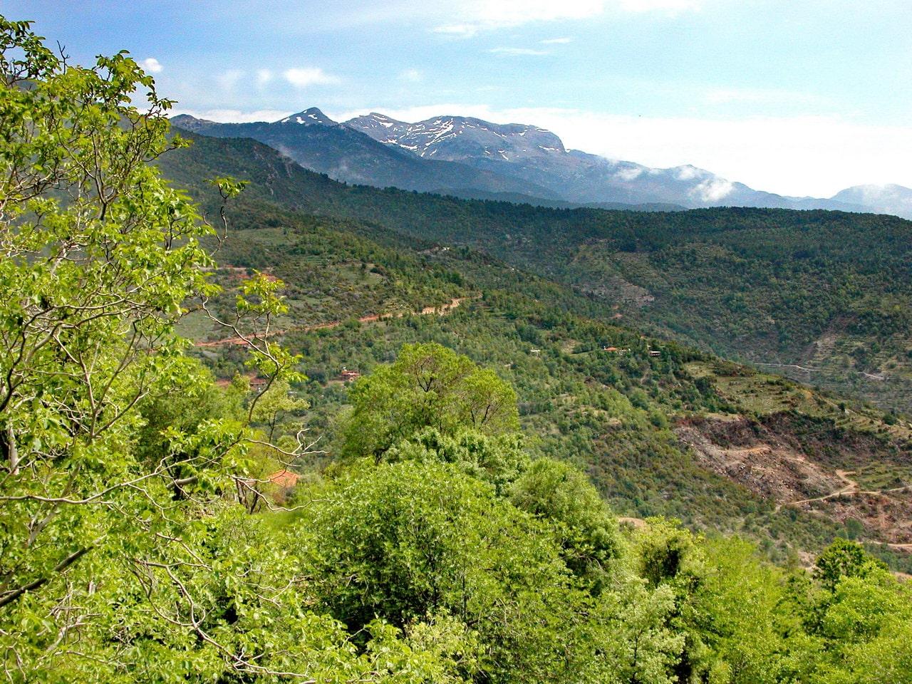 Ликийская тропа идет по горам вдоль берега Средиземного моря