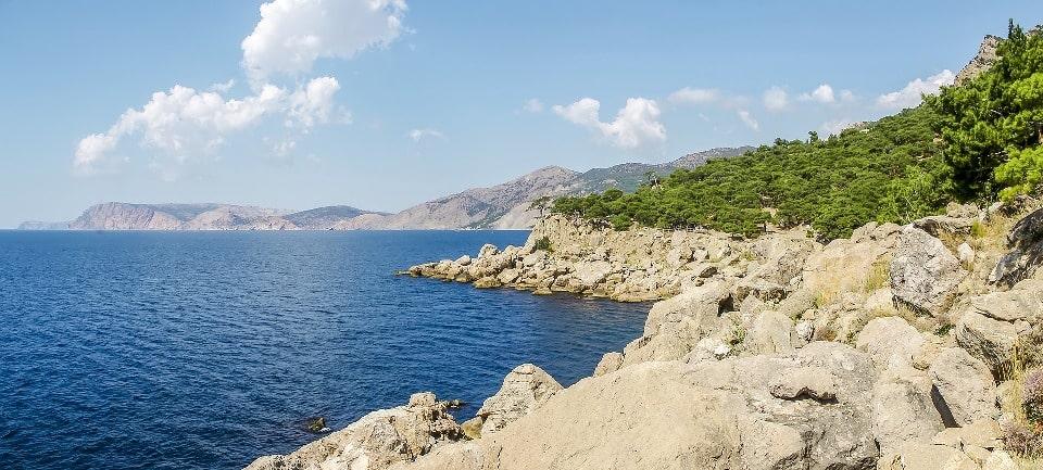 Побережье Крыма представляет собой чередование бухт и мысов
