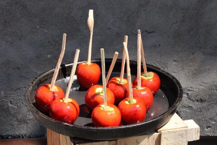 Кавказский десерт - яблоки в карамели