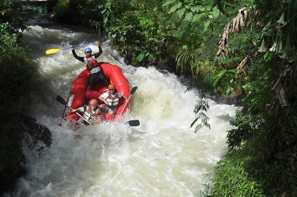 Туристам предлагают сплавы по рекам Буотама и Синяя