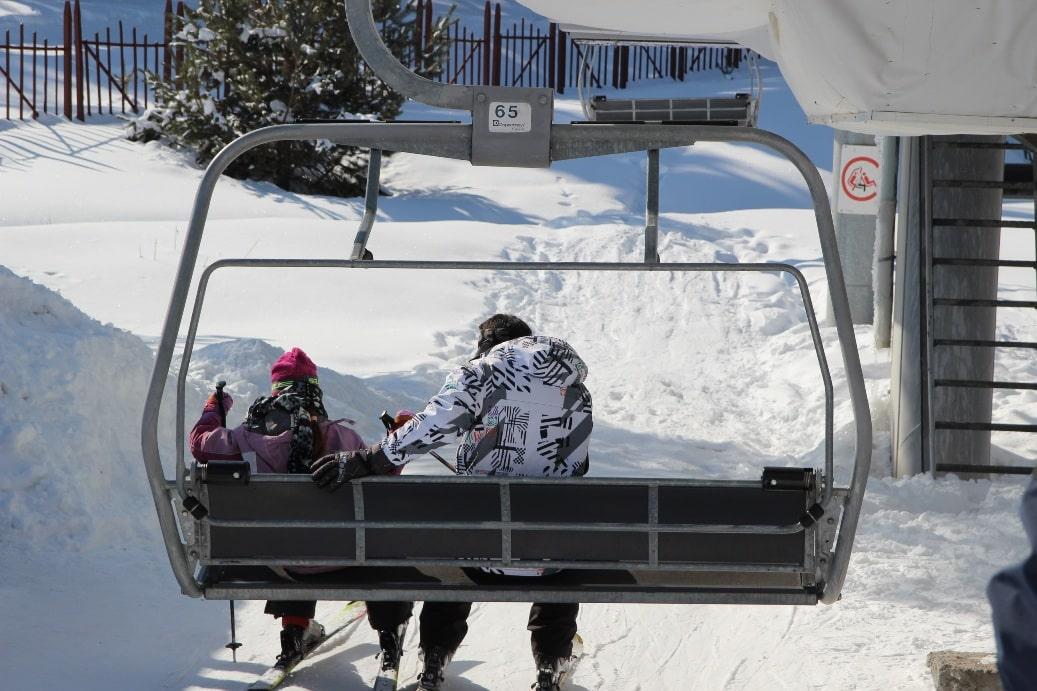 Курорт подходит и для опытных лыжников, и для детей