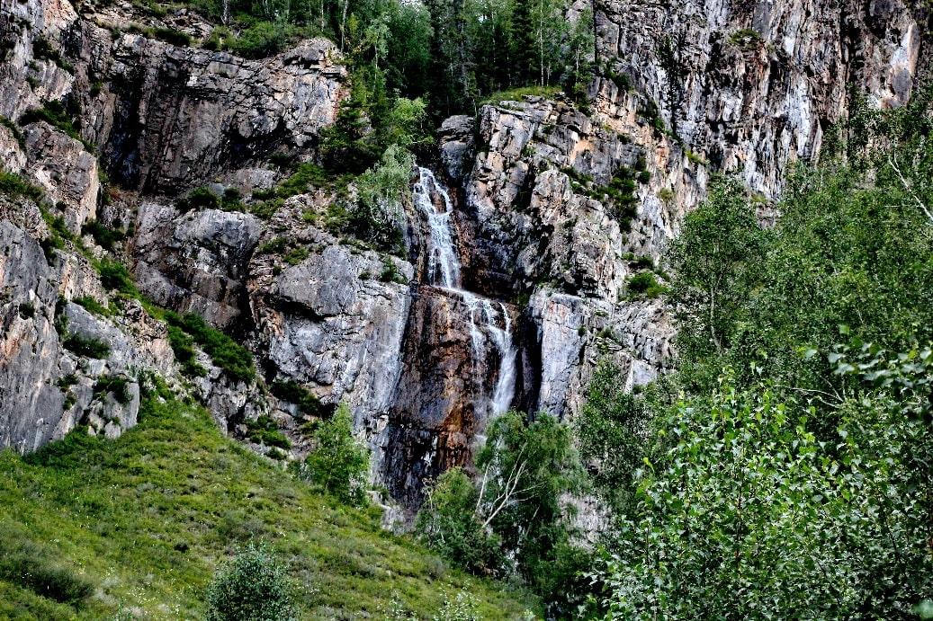 Кодорское ущелье славится своими водопадами