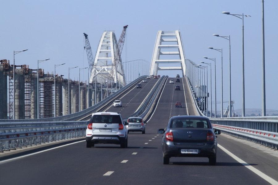 С материка в Крым можно попасть по Крымскому мосту