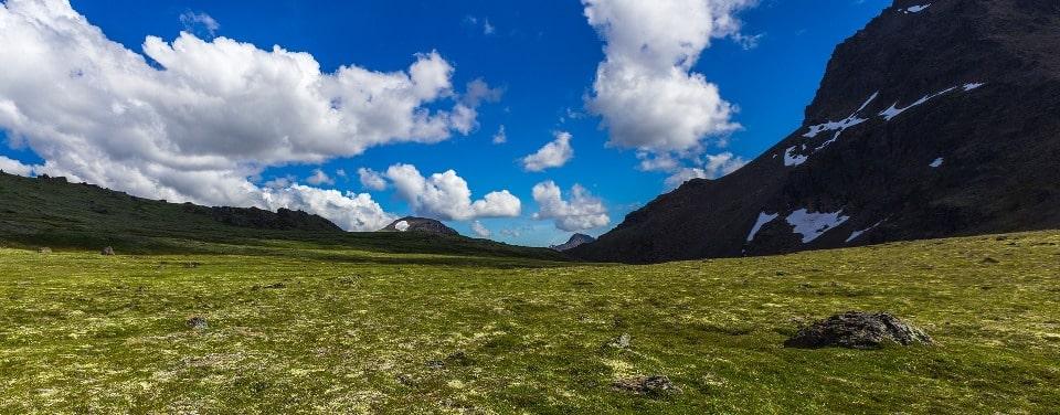 Название плато переводится как «горный массив у длинной долины»