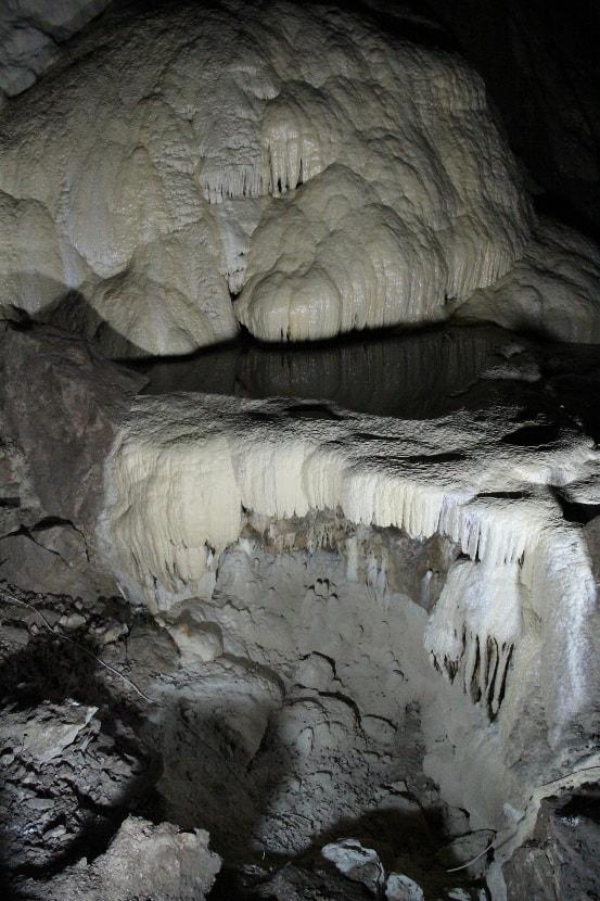 Натечные формы в пещере