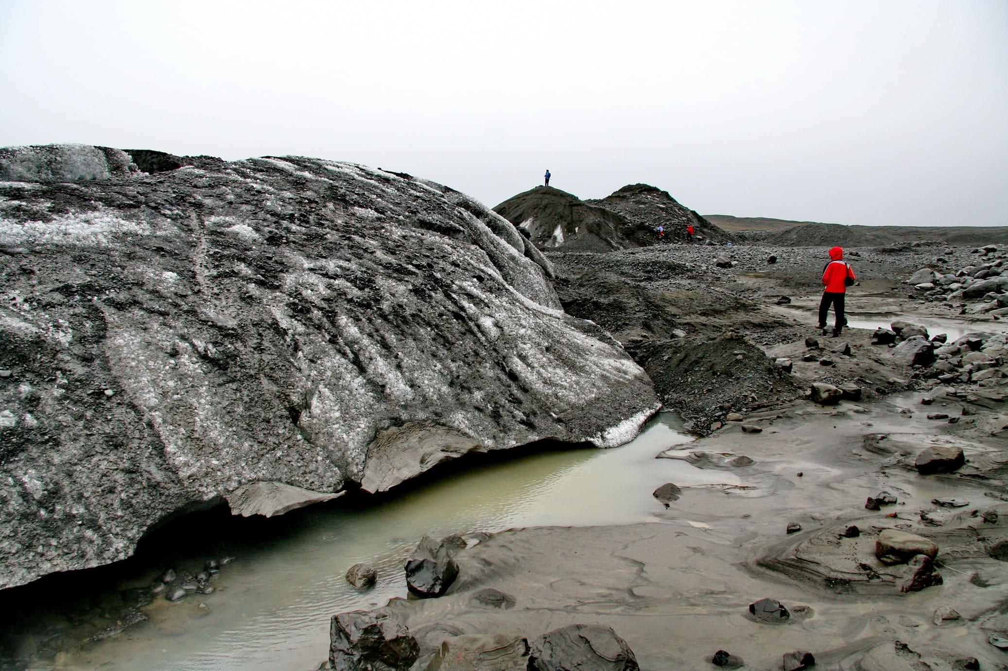 Здесь прошел водный поток, вызванный таянием ледника после извержения вулкана