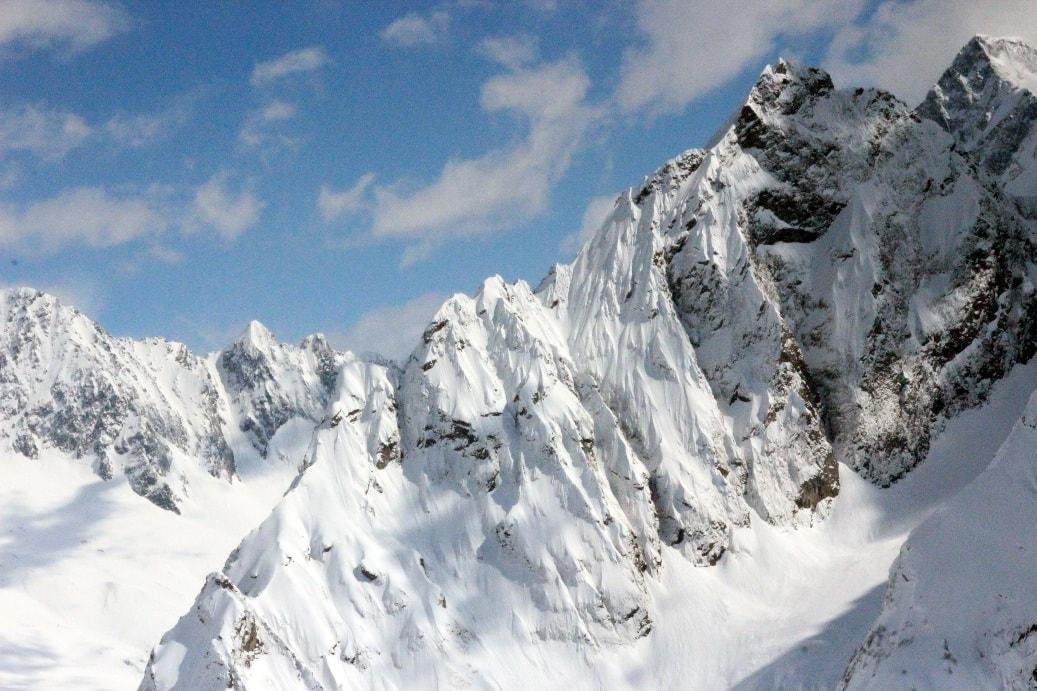 Горные вершины круглый год покрыты снегом