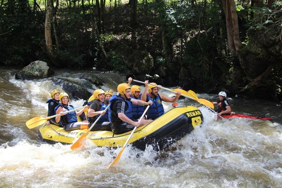 На реке насчитывается десять препятствий от 1-й до 6-й категорий сложности