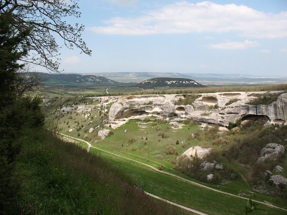 Древний город расположен на неприступной скале