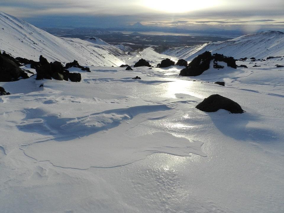В потухших вулканах образуются каровые ледники