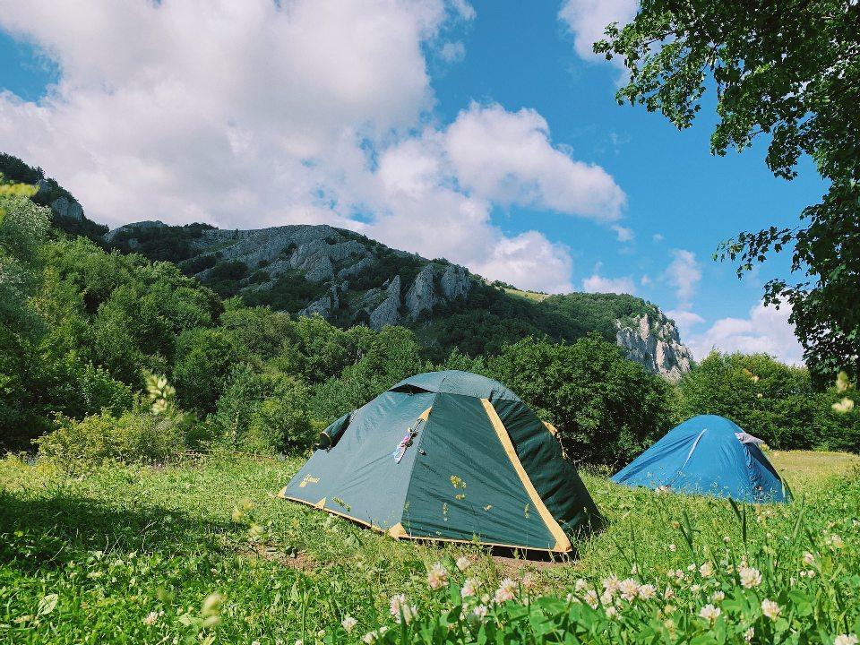 Туристские палатки здесь можно встретить повсюду