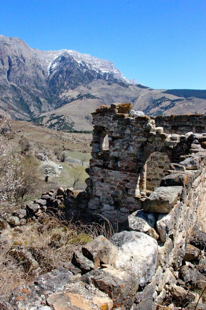В ущелье сохранилось много исторических памятников