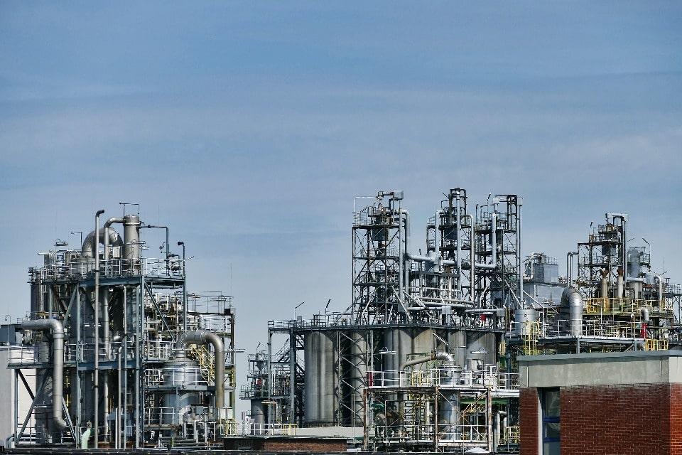 Основу промышленности Уфы составляет нефтепереработка