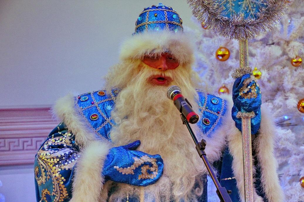 В новогодних программах принимает участие Дед Мороз