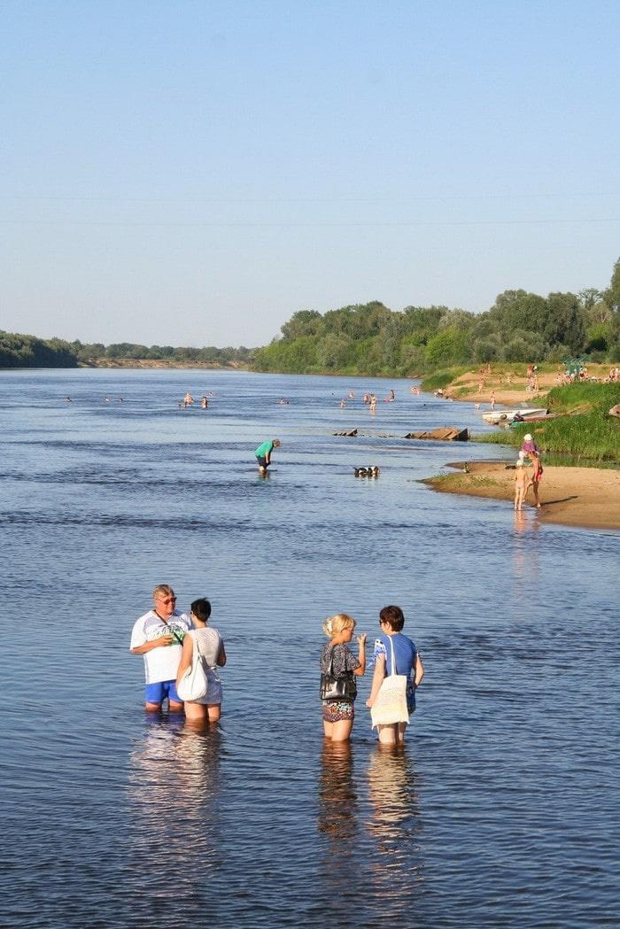 Местами ширина реки превышает 70 метров