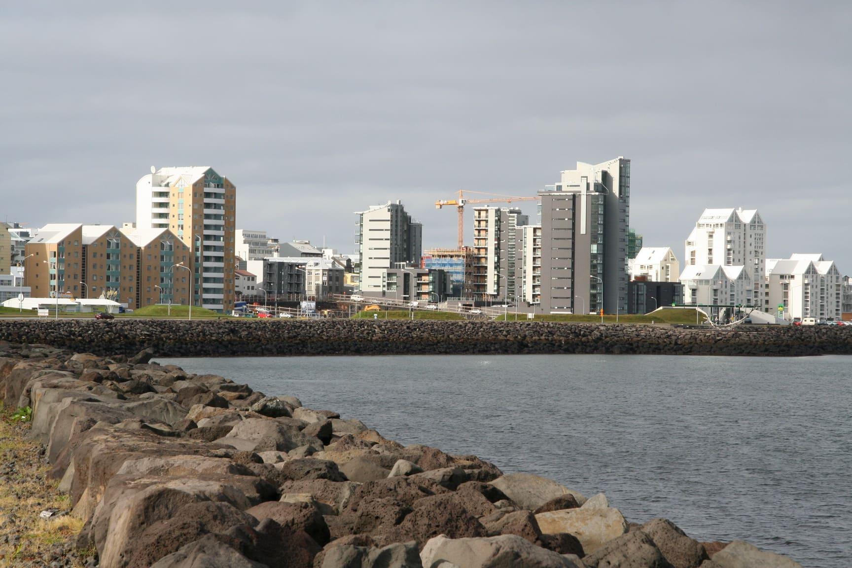 Город расположен на берегу океана