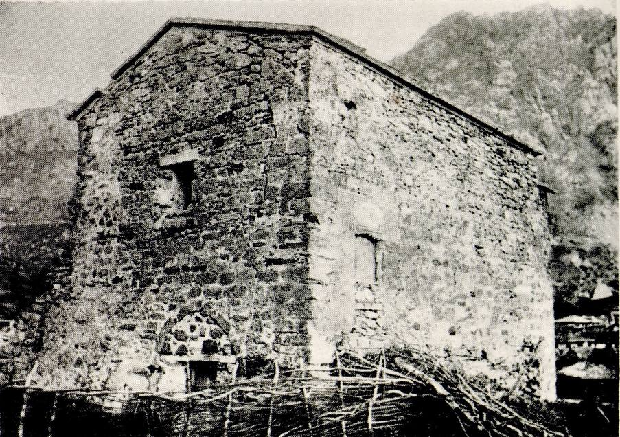 Храм Феодора Стратилата в крепости Фуна до разрушения. Фото А. Л. Бертье-Делагарда. 1889 год