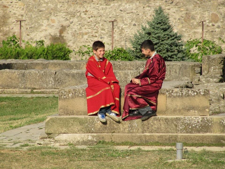 Дети в монастыре
