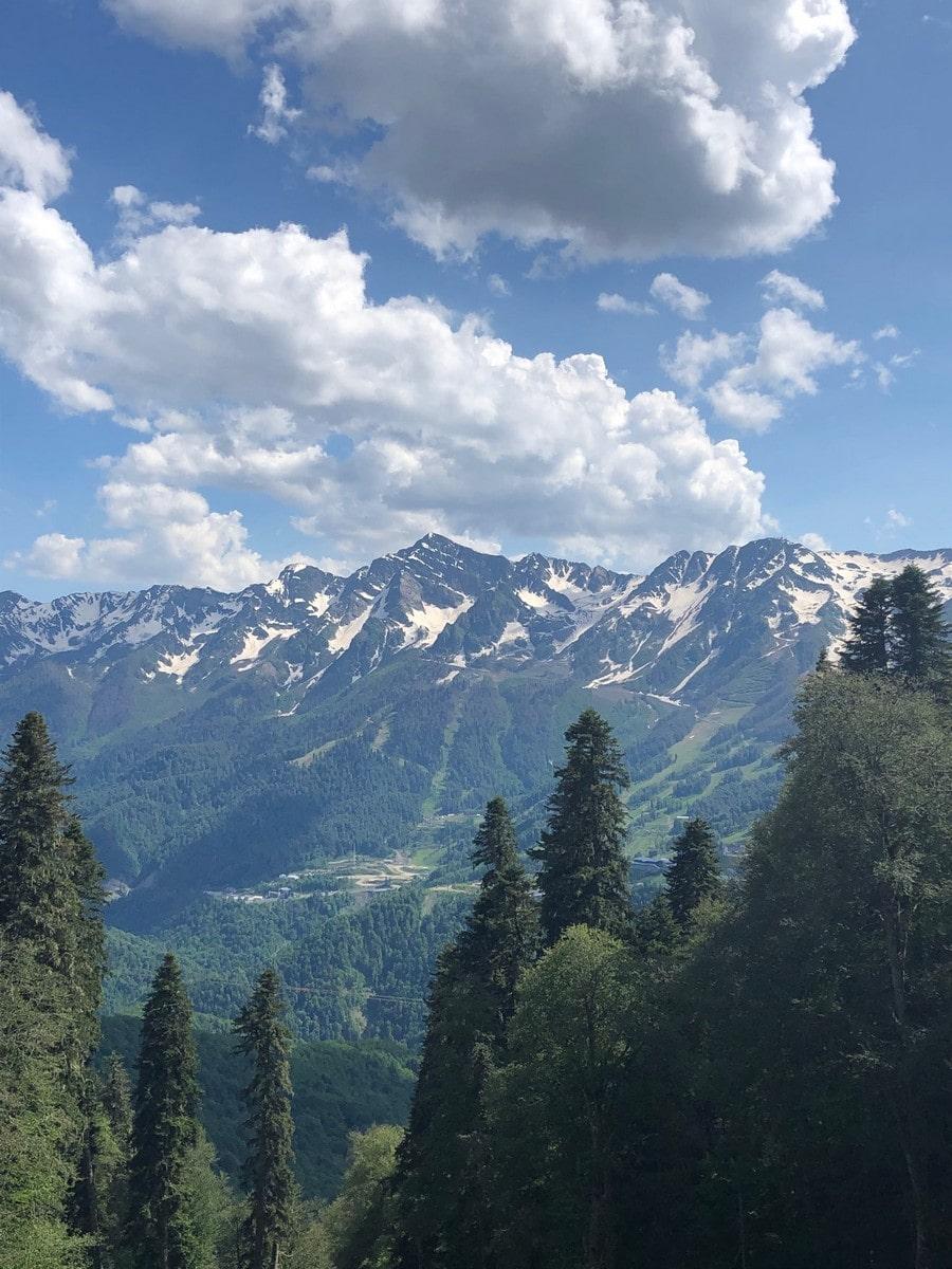 Курорт находится в окружении гор