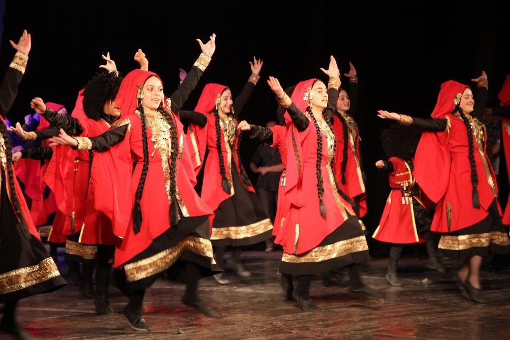 В Тбилиси стоит посмотреть зажигательные грузинские танцы