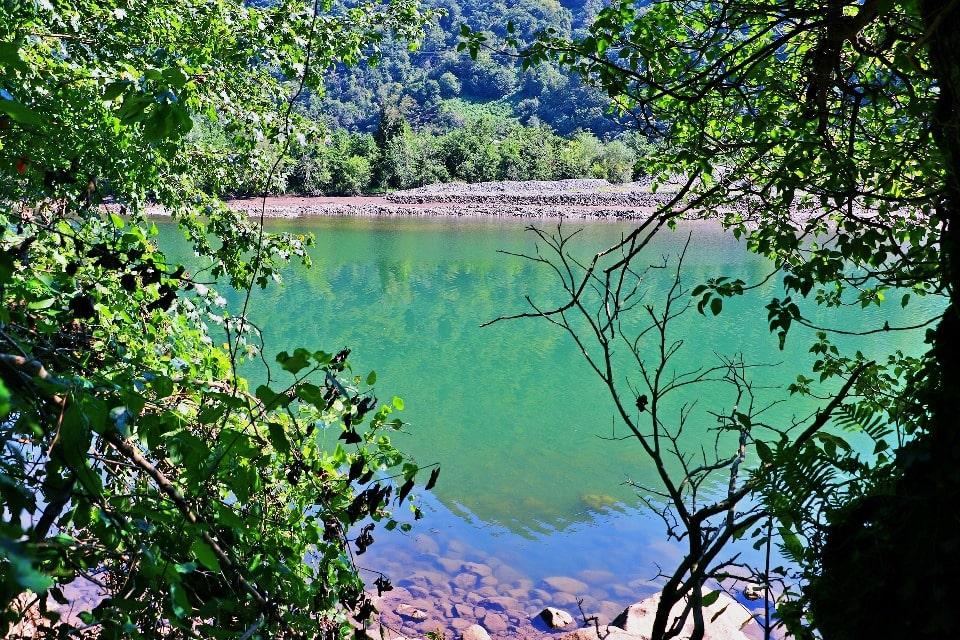 воды в озере зависит от положения солнца