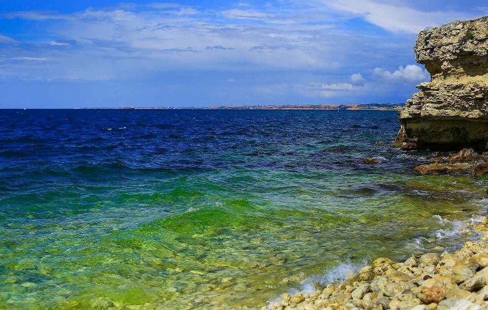 Вода в море отличается идеальной чистотой и прозрачностью