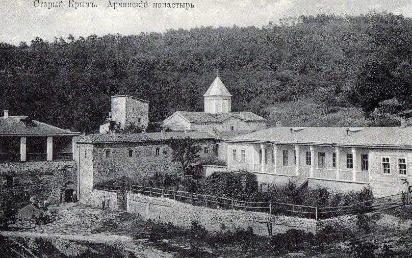 Монастырь Сурб-Хач на фотооткрытке начала XX века