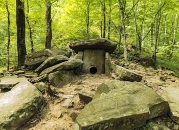 Мистические мегалиты Кавказа: дольменный поход
