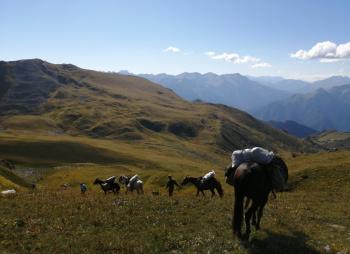 По кавказским хребтам с лошадьми и детьми