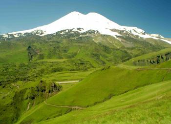 Чудеса Приэльбрусья: высокие горы, глубокие ущелья и голубые озера